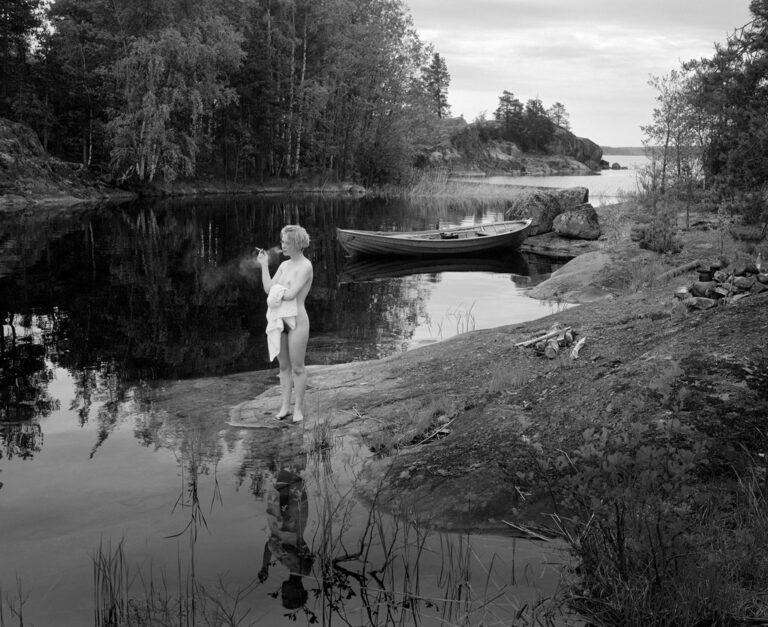 Valokuvien Itää etsimässä